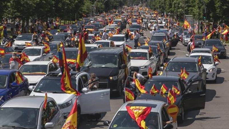 Anti lockdown car protest draws thousands Spain 1