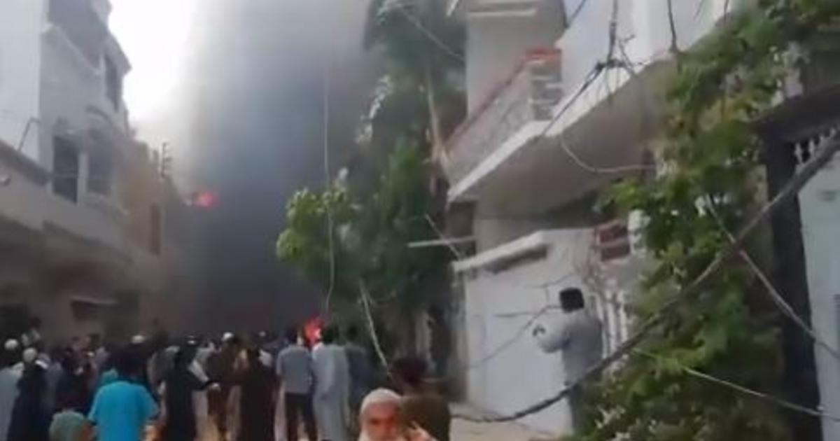 pakistan plane crash karachi2