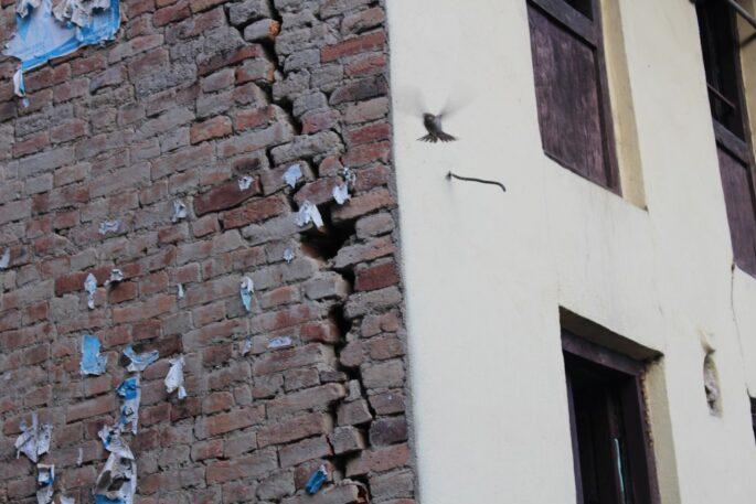 cracked house earthquake nepal