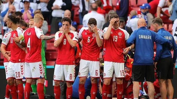 Denmark midfielder Christian Eriksen collapsed 2 9aMIVuGPBK