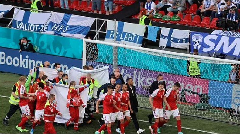 Denmark midfielder Christian Eriksen collapsed gX4pMr2JOZ