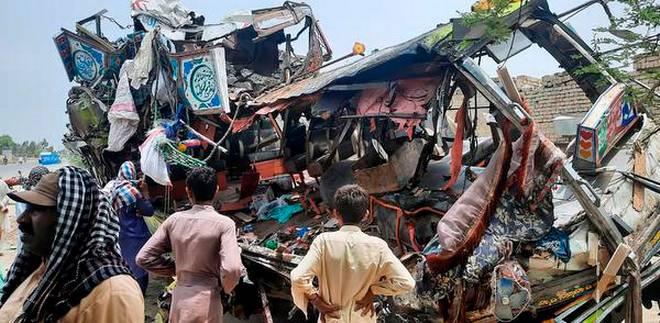 60f54fefbb5e1 Pakistan Bus Accident
