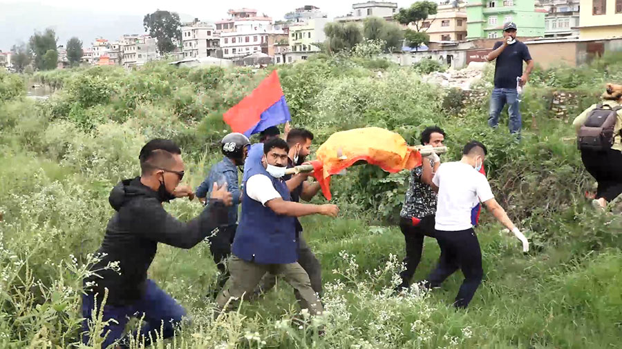 Yuba sangha protest against madhav nepal2
